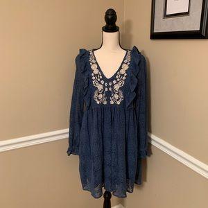 GORGEOUS entro blue lace dress w/ cream flowers